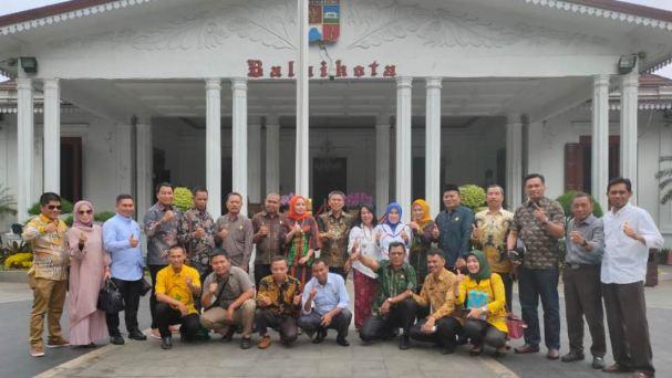 foto bersama dengan pegawai Pemkot Bogor