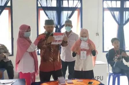 Suasana penghitungan surat suara di TPS 02 Matabondu tempat Tony Herbiansyah menyalurkan hak pilihnya