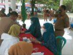Ketgam : Ketua Tim PKK Konawe Titin Nurbaya Saranani, bersama ibu wakil Bupati, Dr. Cici Ita Ristianty, SE,. ME saat mengikuti rapid test di lingkup pendopo kantor bupati Konawe