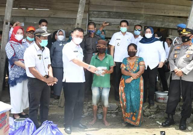 Ketgam : penyerahan bantuan Pemda Koltim terhadap korban angin puting beliung
