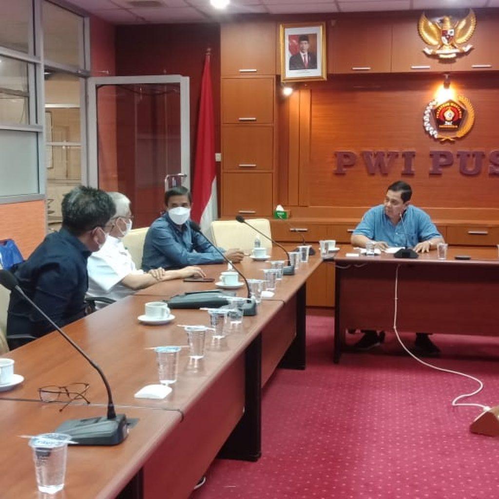 Keterangan Foto:Suasana pertemuan antara pengurus PWI Pusat dan Pemerintah Provinsi Sultra bersama pengurus PWI Sultra di Kantor PWI Pusat, Rabu (7/4/2021).