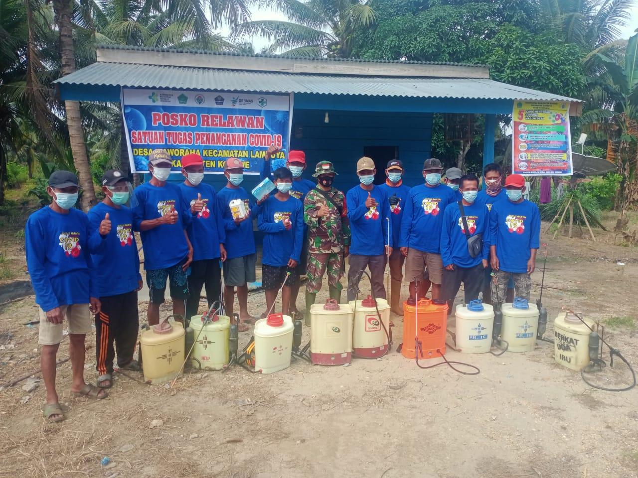 Ketgam : Persiapan penyemprotan secara bersama oleh tim relawan covid-19 desa Waworaha