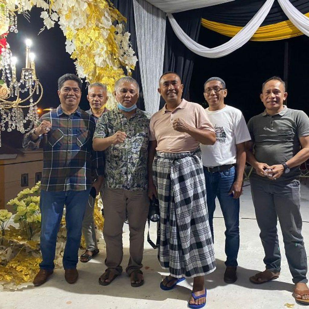 Kery Saiful Konggoasa bersama mantan Bupati Buton Umar Samiun. Bupati Buton La Bakry, Walikota Baubau AS Thamrin dan Bupati Buton Selatan La Ode Arusani termasuk.