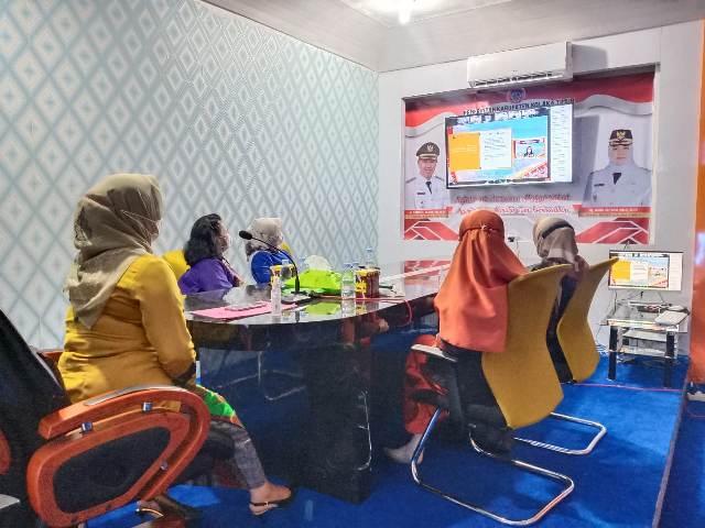 Ketua Dewan Kerajinan Nasional Daerah (Dekranasda) Koltim Hj Diana Samsul Bahri SP, mengikuti Rapat Kerja Nasional (Rakaernas) Dekranas Tahun 2021 secara virtual di Command Center Kantor Bupati Koltim, Rabu (03/03/2021).